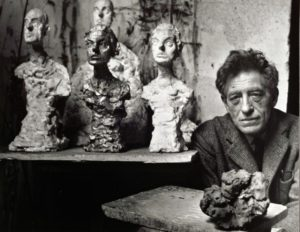 Alberto Giacometti nel suo studio, nel 1965. Photo Brassaï.
